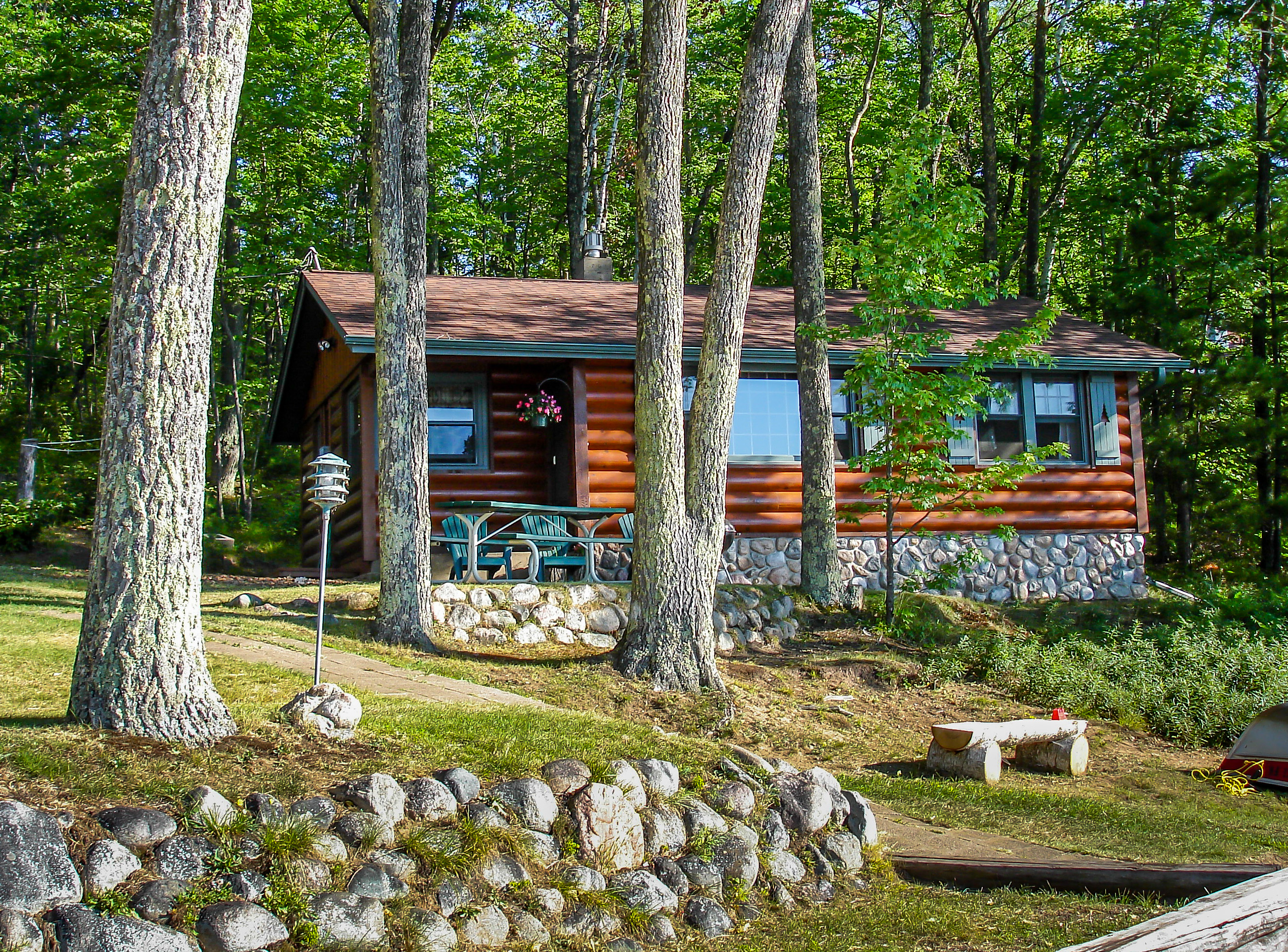 Welcome To A Wonderful Cabin Getaway In The North Woods Of Wisconsin Overlooking Beautiful Dam Lake Part Bear Paw Vacation Homes Trails End Cottage Is